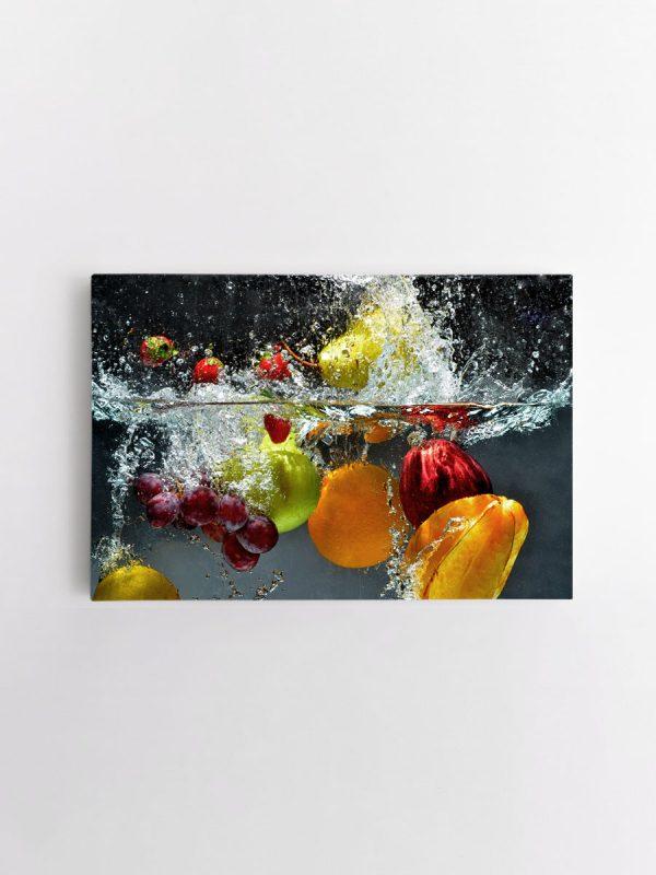 drobė vaisiai vandenyje