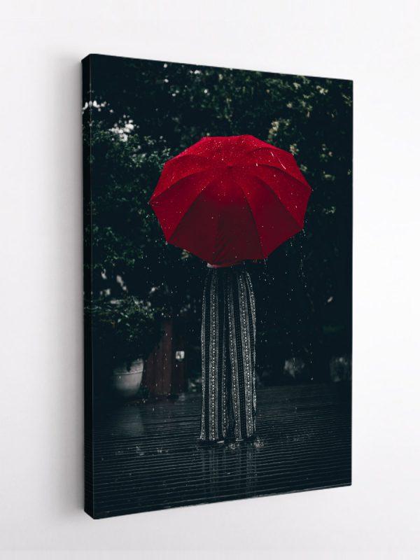 drobė moteris lietuje