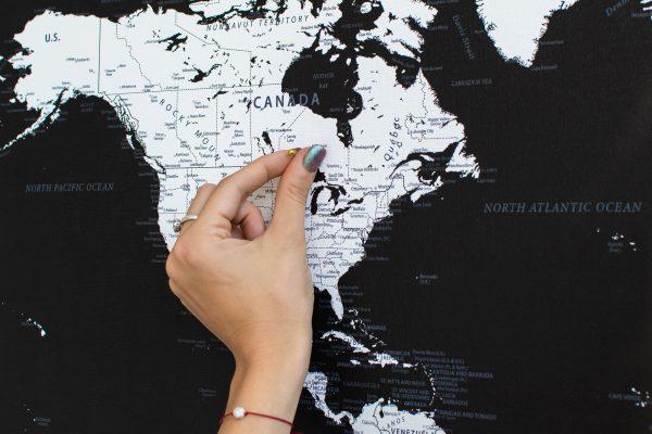 Juodas, detalus pasaulio žemėlapis iš arti
