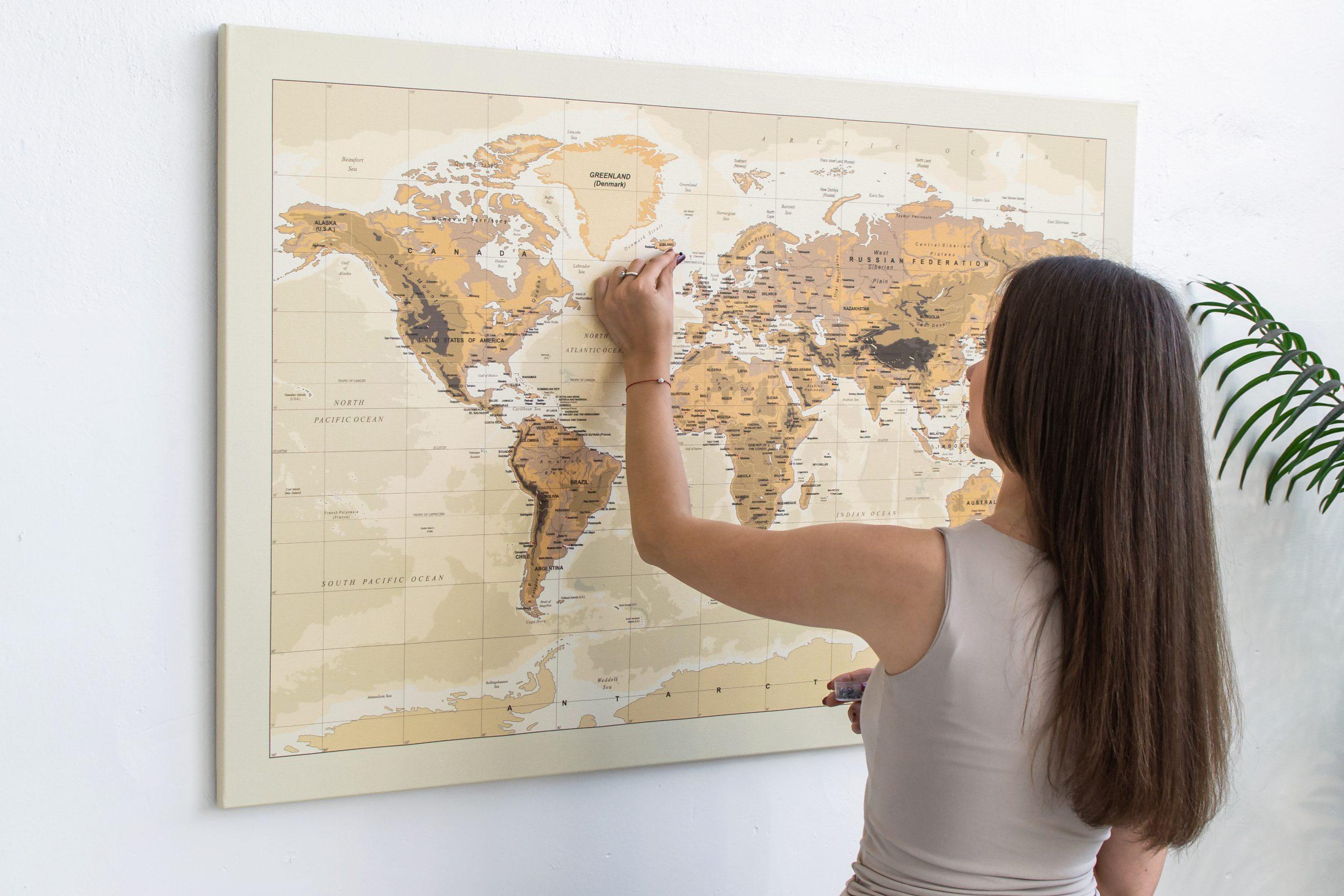 Smėlinis, detalus pasaulio žemėlapis iš toli