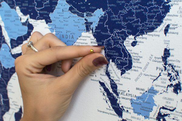 Žydras-mėlynas detalus pasaulio žemėlapis iš arti