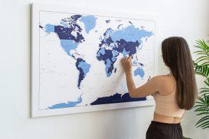 Žydras-mėlynas detalus pasaulio žemėlapis iš toli